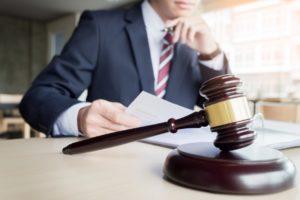 advokat-v-sude